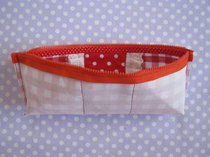Coudre les côtés , et les angles de la pochette et couper ces 2 petites parties !