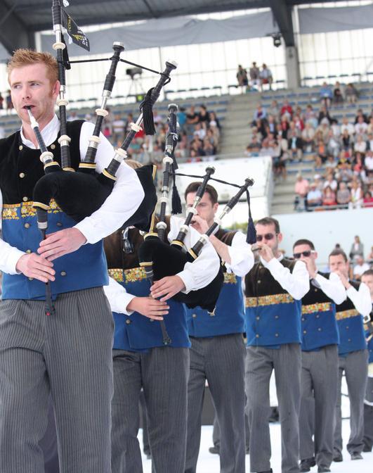 Finale Championnat de Bretagne de 1ère catégorie & Grande Parade — Lorient, août 2013 ©Caer et © An Tour Tan