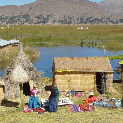 Les îles Uros sur le lac Titicaca
