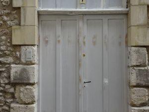 Blois/Rue des Papegaults, porte brune avec grille & anneau, porte à mur renforcé, double porte, Cl. E.Poulain