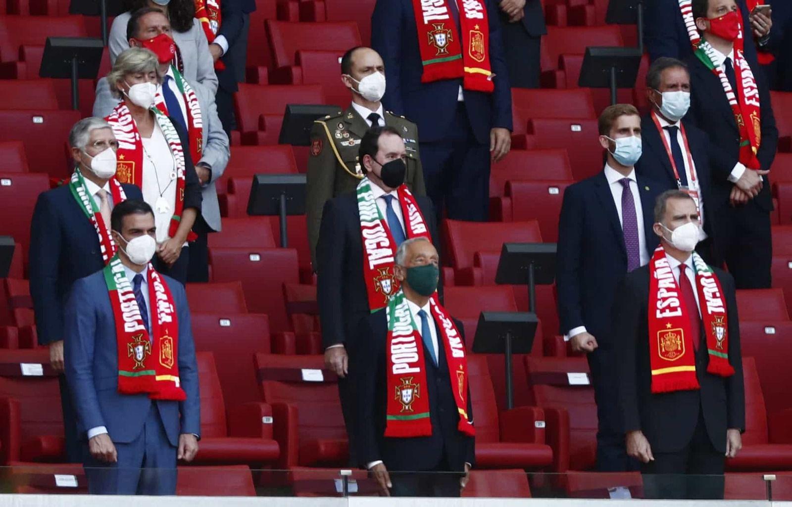 MADRID, ESPAGNE - 04 JUIN: Rodri d'Espagne se bat avec Pot of Portugal lors du match amical international entre l'Espagne et le Portugal à l'Estadio Wanda Metropolitano le 04 juin 2021 à MADRID, Espagne