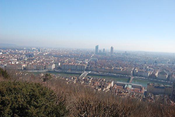 La vue sur Lyon depuis Fourvière (pas du tout pollué...!), le quartier touristique de Saint Jean, mon quartier préféré même s'il est le plus touristique.