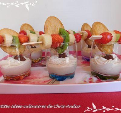 Verrines de crème fouettée au chocolat blanc & truffes au chocolat accompagnées de brochettes de fruits