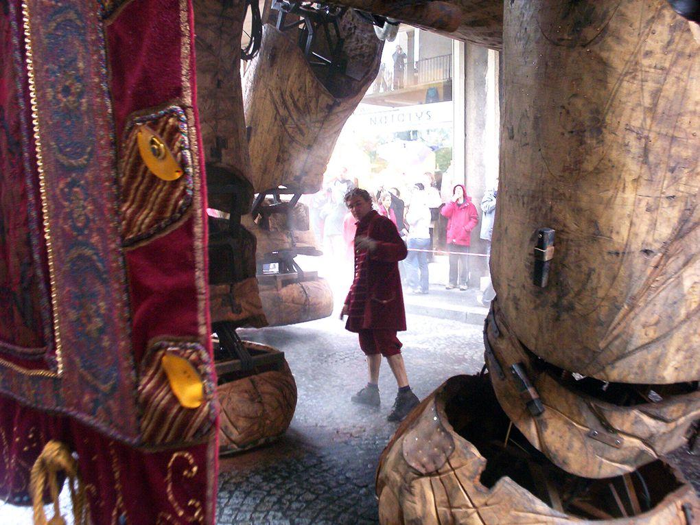 La visite du sultan des indes sur son elephant a voyager dans le temps.