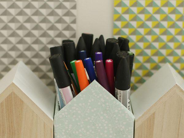 Pot à crayons en forme de maison {DIY}