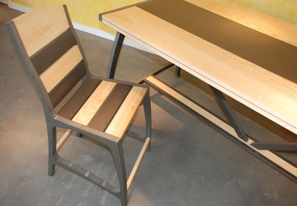 Chaise design qui associe le Valchromat et le frêne massif, collection BullE.