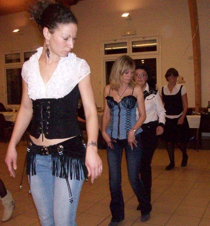 Très beau bal à Chantecoq, animé et organisé par Cowboy Boogie Dancers de Férrière Le nouveau: Christine Présidente - Brigitte L'animatrice et a la Sono - Antoine Secrétaire - Damien Trésorier . Merci au nouveau bureau ainsi que les adhéren