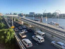 Riverside Expressway to close while section of Neville Bonner Bridge lifted into place