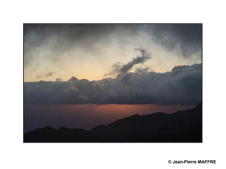Des volcans, de la brume et des nuages. Quelle vision de rêve !