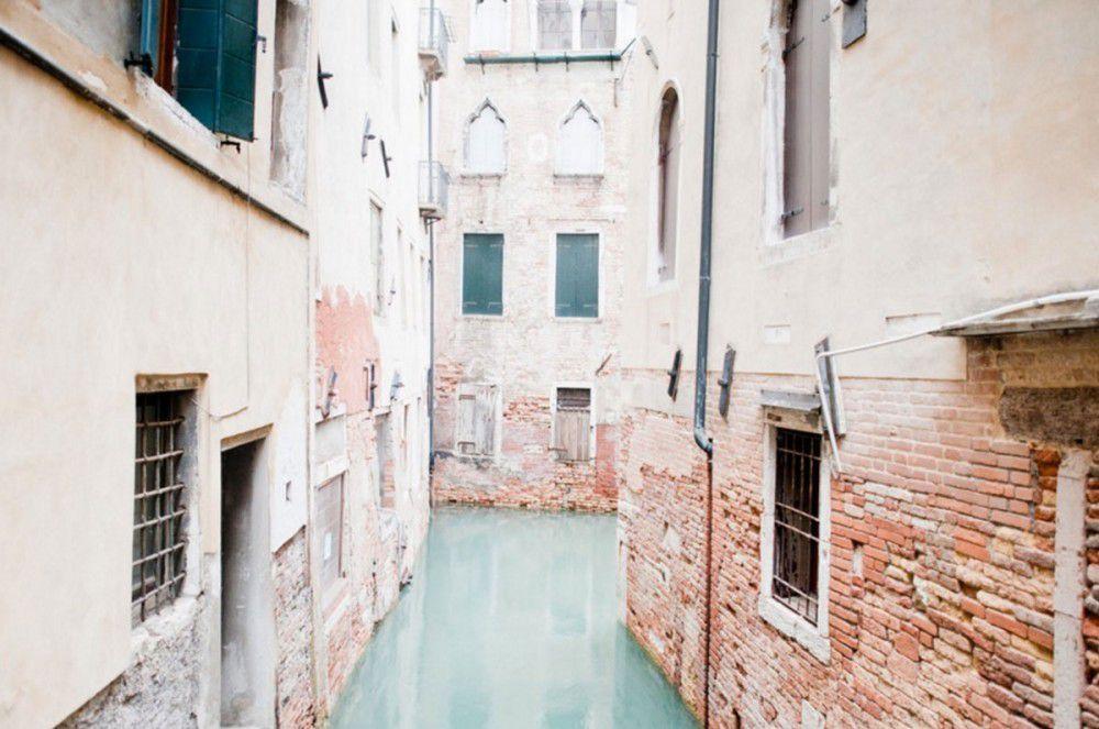 Italie- Europe. « Insulae » les ruelles de Venise vues par la photographe Claudia Corrent.
