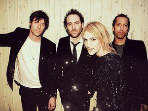 metric, un groupe canadien de rock indépendant avec une pop-rock synthétique qui renvoie aux plus belles heures de blondie