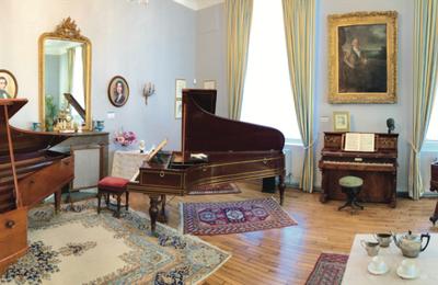 Le piano, instrument-roi du romantisme. Écouter la musique romantique sur des pianos d'époque.