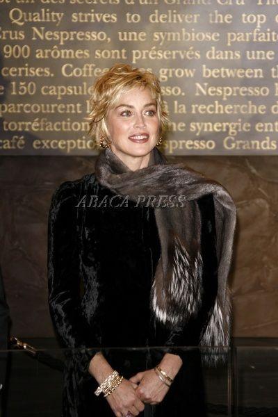 Sharon Stone à l'inauguration de la boutique Nespresso sur les Champs Elysées