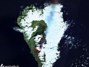 La Palma - plume of gas and ash towards the NNE, and lava flows - Image Sentinel-2 bands 12,11,4 - one click to enlarge
