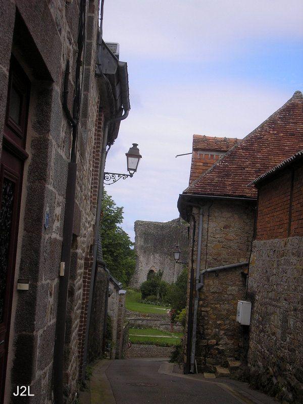 Domfront 61,ruines de l'Histoire