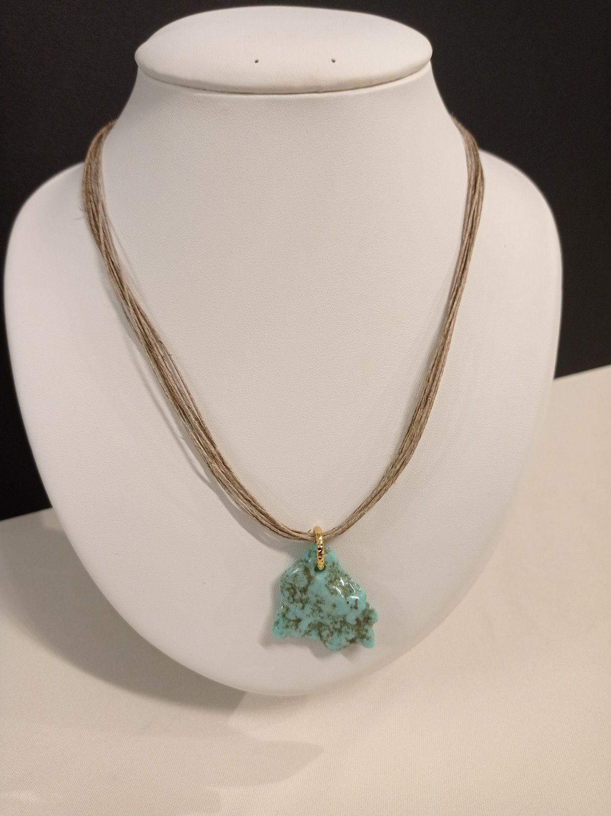 REF.CLP220- Collier lin , turquoise naturelle, avec chaîne de rallonge, long. entre 53 et 59cm. COLLIER 26€.