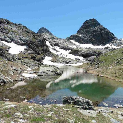 Lacs du Mont Coua (2609 m.) avec l'Adapar.
