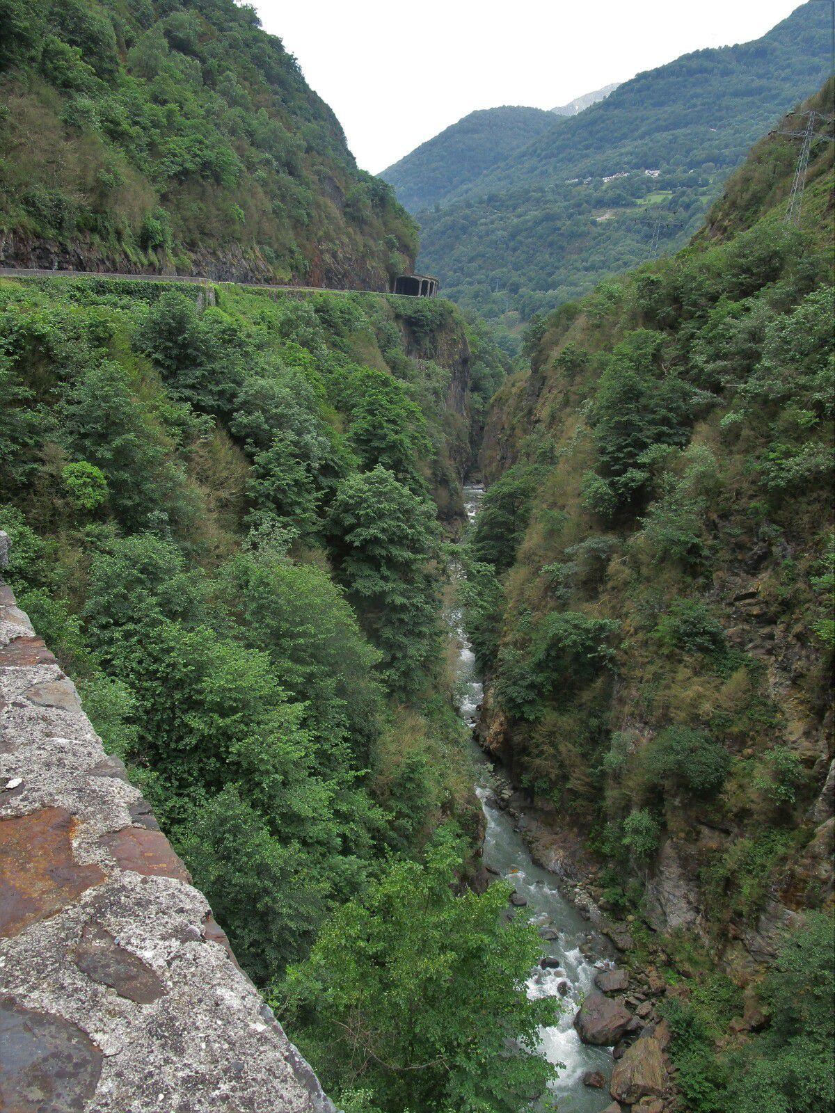 La route du Pont d'Espagne et ses cascades