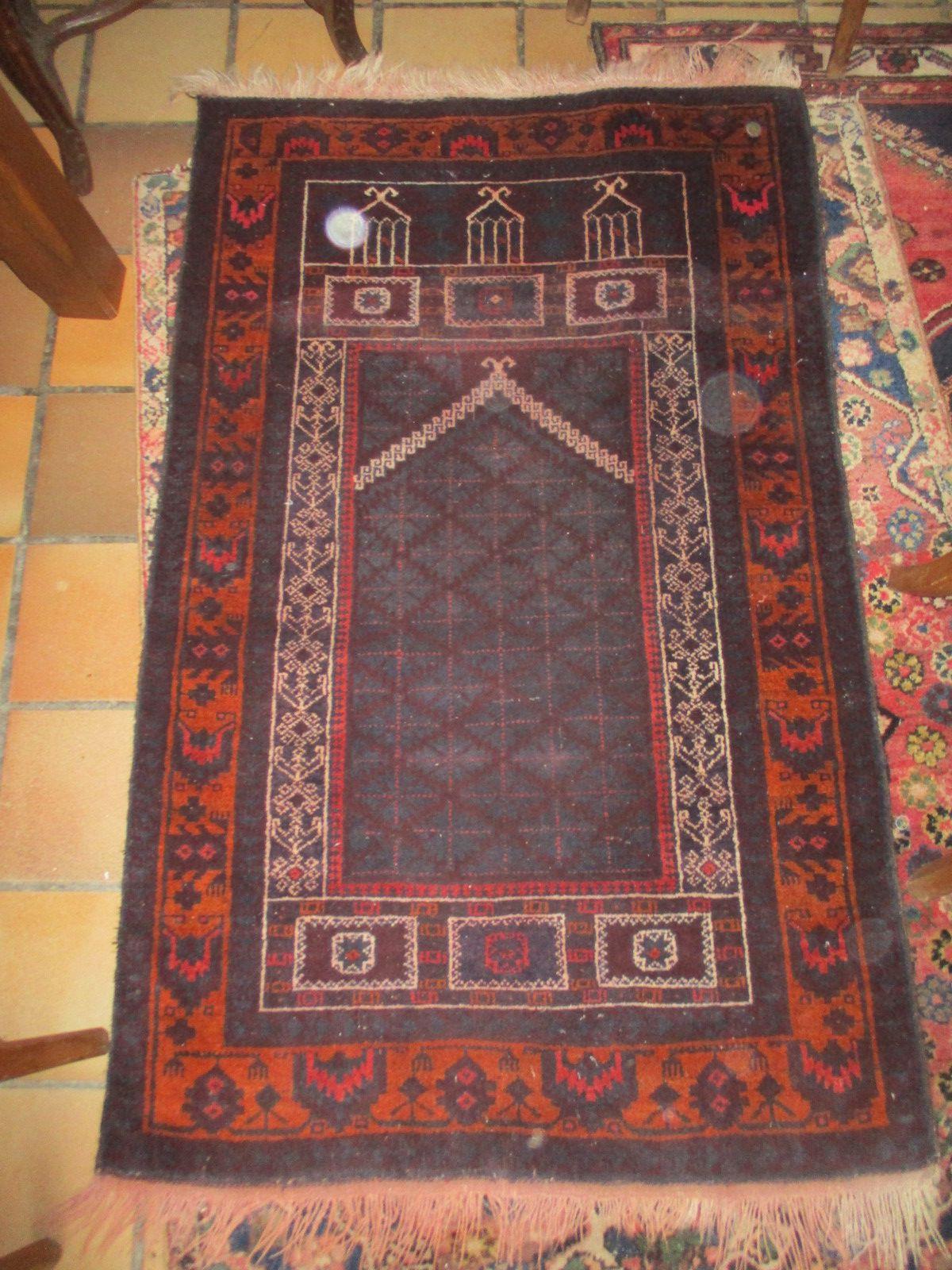 tapis iran ancien fait mains bon etat de 149x90 cm en laine prix 85€ tres beau tapis encien bon etat  +port colissimo  13,50€