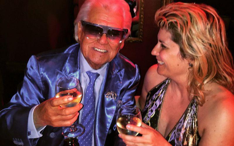 Veronica Antonelli visite le Cabaret Michou