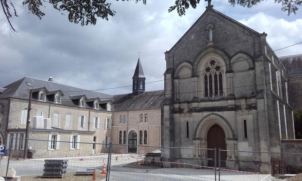 Le site avec une belle chapelle est celui de Saintes.