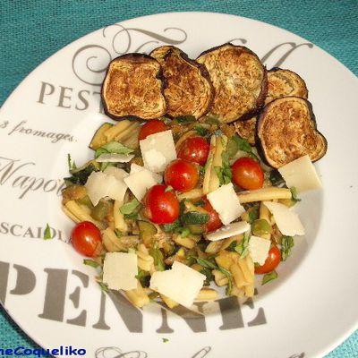 Pâtes aux légumes et chips d'aubergine