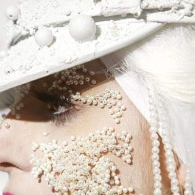 LADY GAGA IN PEARLS