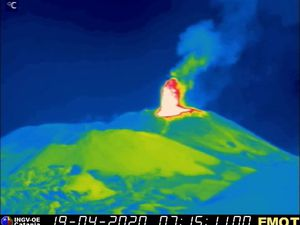 Etna NSEC - 19.04.2020, respectively at 7.15 am and 7.21 am - INGV OE webcams - one click to enlarge