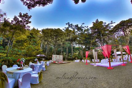 How Should Be An Ideal Outdoor Wedding Adornment?