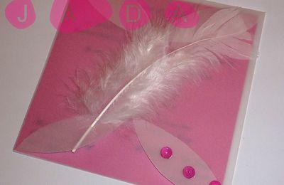 Faire-part fushia pochette calque, thème des plumes...