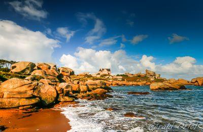 Promenade sur la côte de granit rose en Bretagne