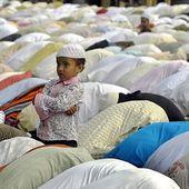 أولئكَ المُلحِدون الذين نكادُ لا نَراهم في العالمِ العربيّ - ِرفضُ استِخدامِ الدينِ أداةً للقمع