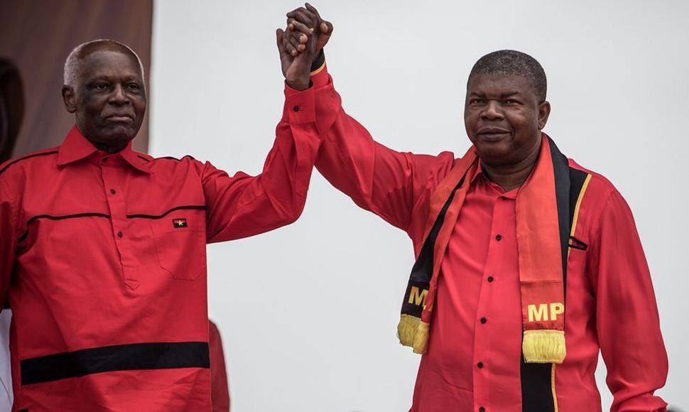 El ex presidente de Angola, Eduardo Dos Santos y  su sucesor, Joao Lourenço.- El Muni.