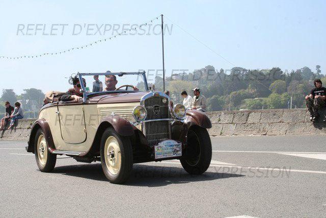 30ème Tour de Bretagne des véhicules anciens : arrêt à Saint-Quay-Portrieux.