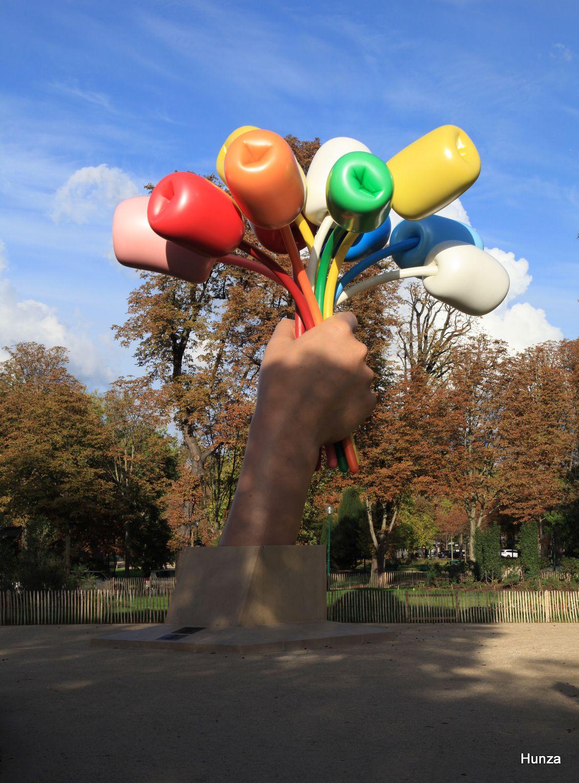 Tulipes de Jeff Koons dans les jardins du Petit Palais à Paris