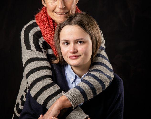 22 février- Portrait studio d'une jeune fille et de sa Grand mère