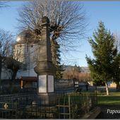 Monument et croix à saint Cirgues - L'Auvergne Vue par Papou Poustache