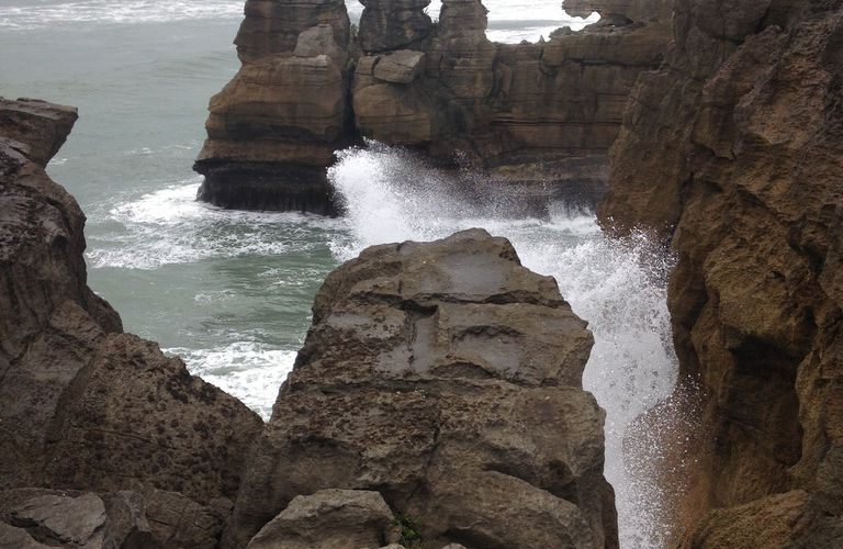 Great Coast Road, PUNAKAIKI : Embruns et vent du large à PANCAKE ROCKS & WESTPORT et les phoques (seal colony).