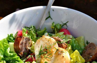 Salade printanière à la saucisse de sanglier et mozzarella fumée