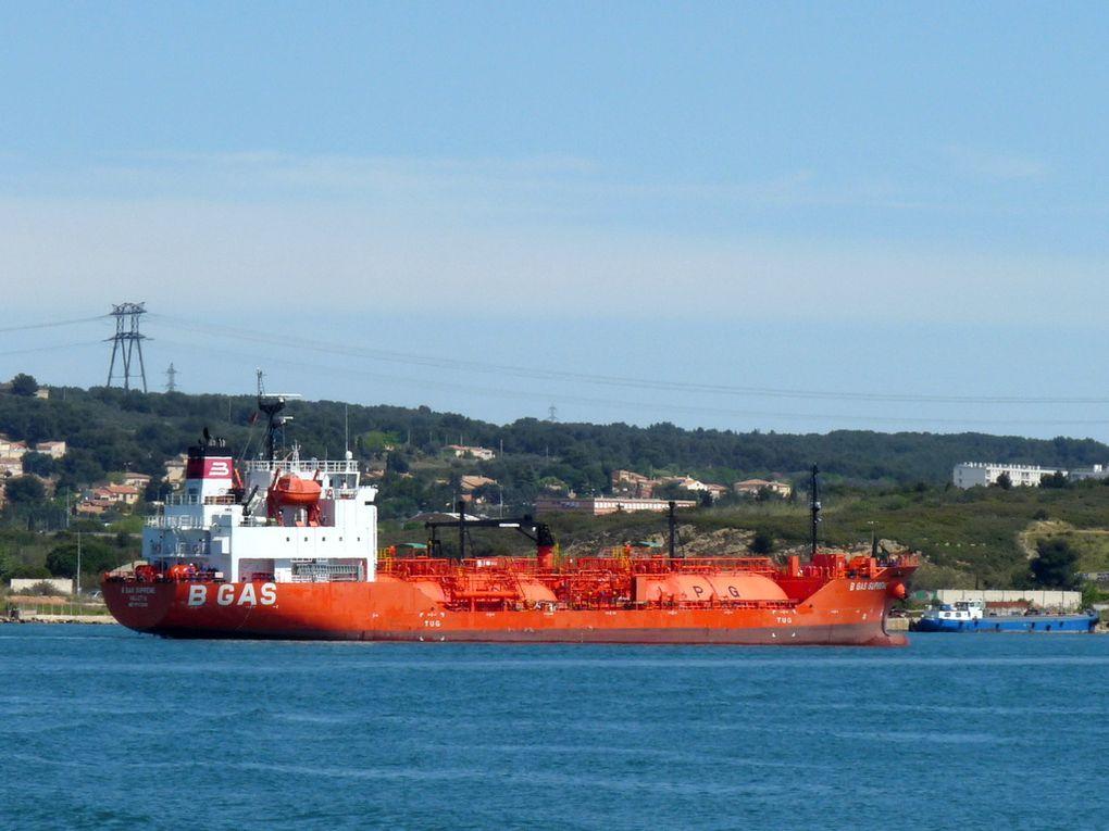B GAS SUPREME , dans le golfe de Fos sur Mer et entrant au port de Lavera le 14 avril 2016