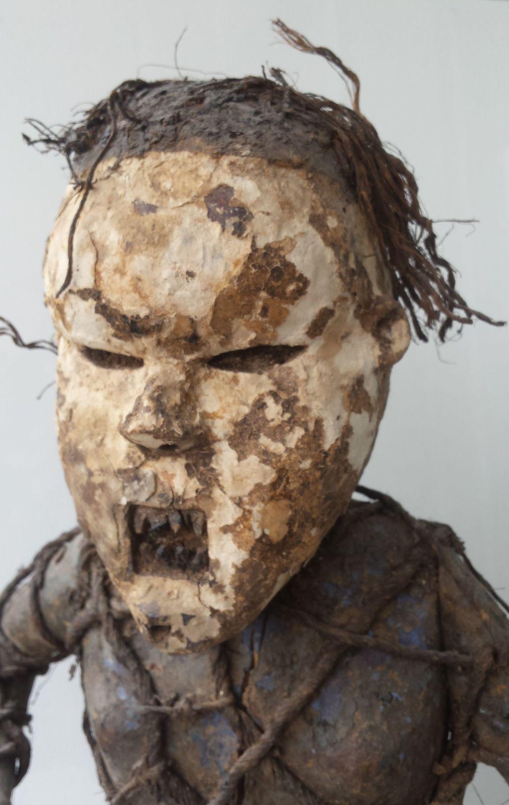 RDC  danseur masque salampasu statue