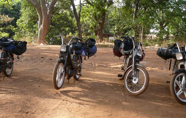 BURKINA FASO A MOBYLETTE ... UNE SACREE EXPERIENCE !