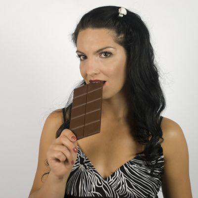 Comment obtenir une coloration chocolat pour des cheveux blancs ?