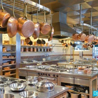 Amazing advantages of having quality catering supplies in commercial kitchen