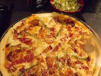 partenariat Pierre Oteiza       pizza aux couleurs basques