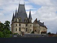 Gaillon, Château vu de la ville, Pavillon d'entrée, Arrière-Fossés, Galerie sur le Val, Tour de la Sirène, Cl.Elisabeth Poulain