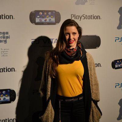 """Erika marraine de l'évènement """"PS Vita pour Juegaterapia""""."""