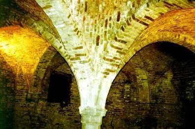Les caves, lerez de chaussée du château de Trazegnies, le restaurant, la salle Moïse et la salle du Blason
