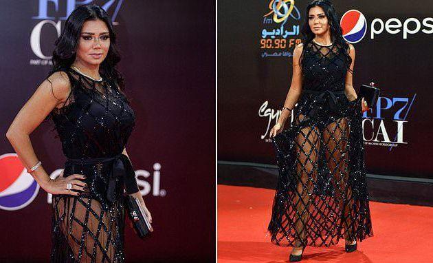 L'actrice égyptienne Rania Youssef poursuivie en justice pour avoir porté une robe révélatrice au Festival du Caire