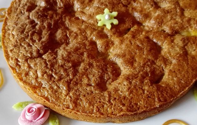 Gâteau aux pommes caramélisées et au lait d'amande (sans lactose)